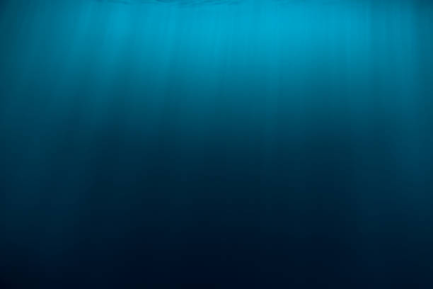 Wasser Textur in Unterwasser und Sonnenstrahlen. Blauen Ozean in Unterwasser – Foto