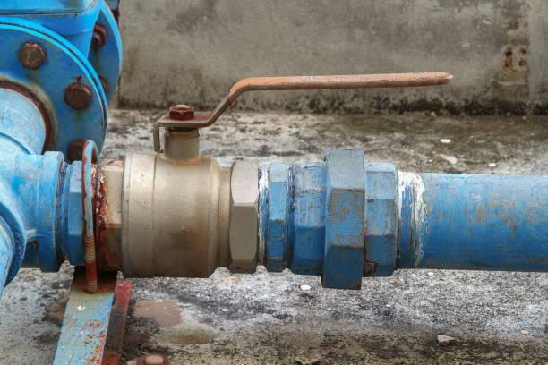 wasser ventil sanitär gemeinsame stahl rost industrielle alten zapfhahn - leitungswasser trinken stock-fotos und bilder