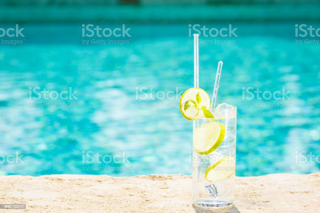 Water with ice at the edge of a resort pool. Concept of luxury vacation - foto de acervo