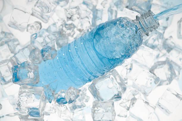 Wasser mit Eis – Foto