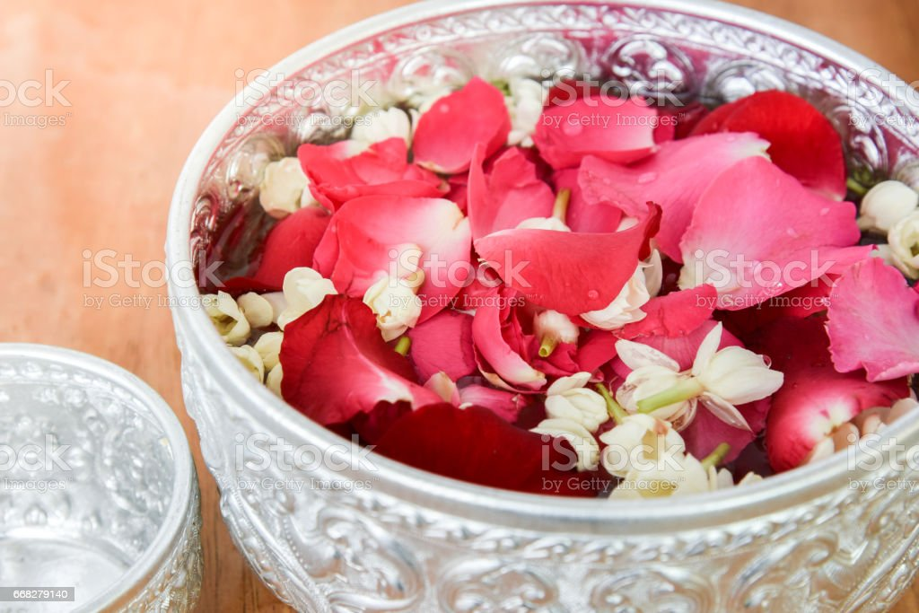 Water with jasmine and roses corolla in bowl