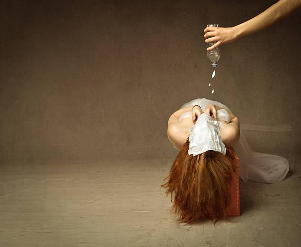 waterboarding tortura - foto de acervo
