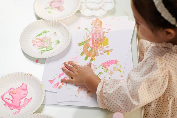 aquarell handprints - handbemalte teller stock-fotos und bilder