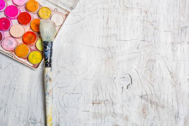 aquarell farben-draufsicht - bemalte tontöpfe stock-fotos und bilder