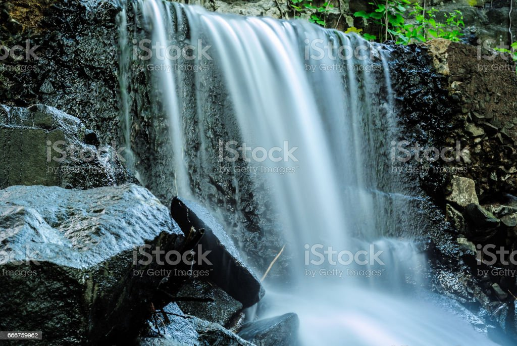 waterfall and rocks foto stock royalty-free