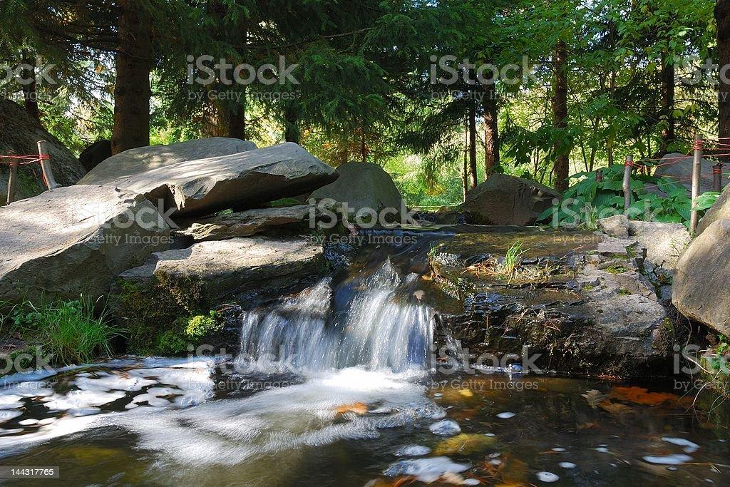 Cascata in giardino giapponese - foto stock
