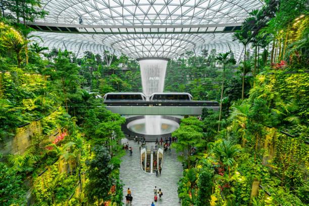 Wasserfall im Einkaufszentrum Juwel am Flughafen Changi – Foto