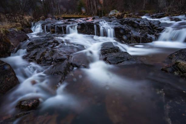 Wasserfall-Brücke – Foto