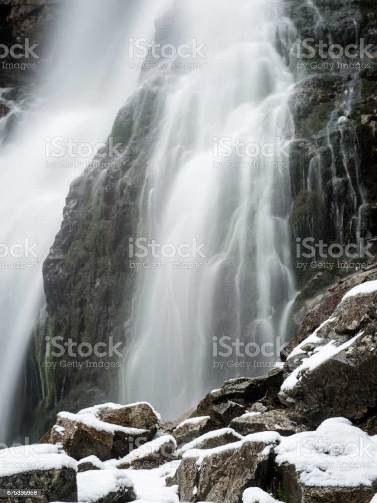 Waterfall from ravine in winter, long exposure photo libre de droits