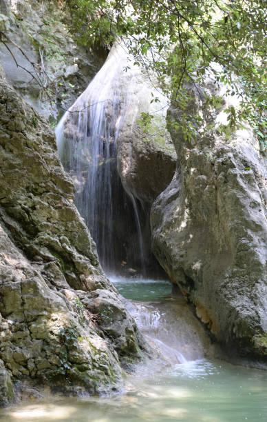 Wasserfall in einer Schlucht in Rabac und Labin, Kroatien – Foto