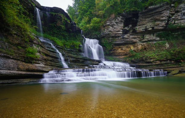 Waterfall in Cummins Falls State Park, Tennessee Cummins Falls State Park is an idyllic, day-use park located nine miles north of Cookeville on the Blackburn Fork State Scenic River on the Eastern Highland Rim. tennessee river stock pictures, royalty-free photos & images