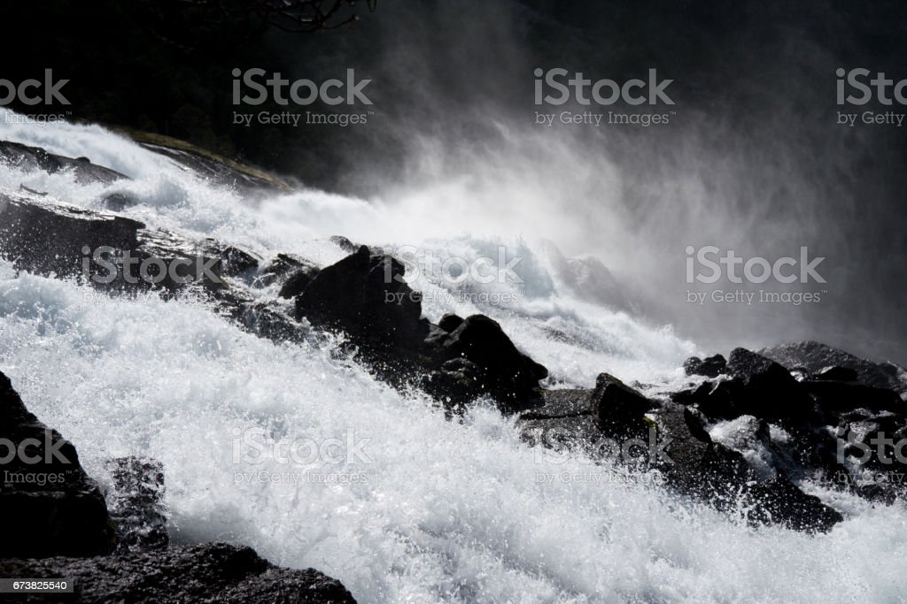 Waterfall in mountains of Norway in rainy weather. photo libre de droits