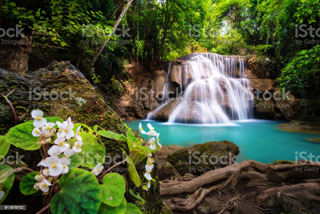 Wasserfall in Thailand genannt Huay oder Huai Mae Khamin in Kanchanaburi Provience – Foto