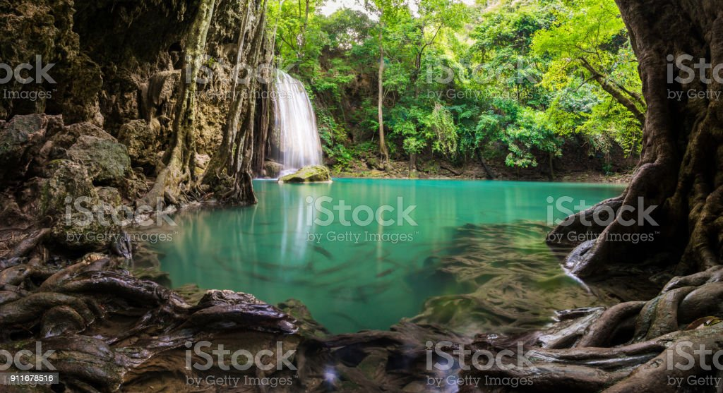 Wasserfall in Thailand Name Erawan im Wald bei Kanchanaburi provience – Foto