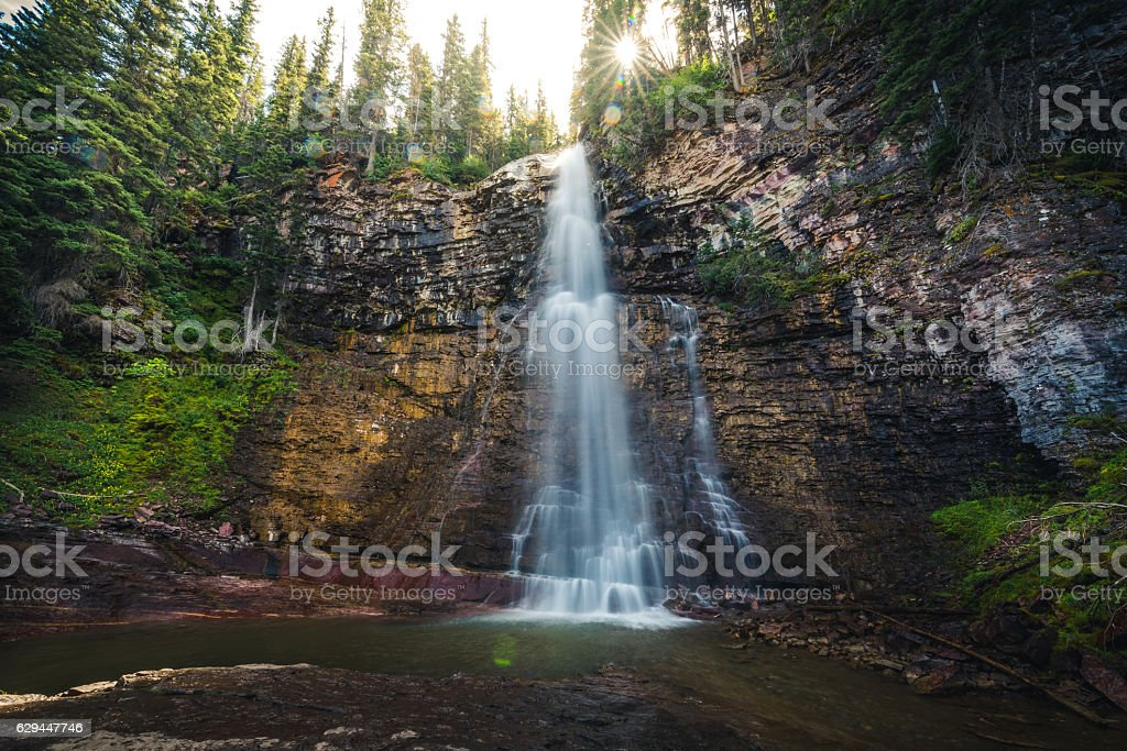 Waterfall in the afternoon sunlight. - foto de stock