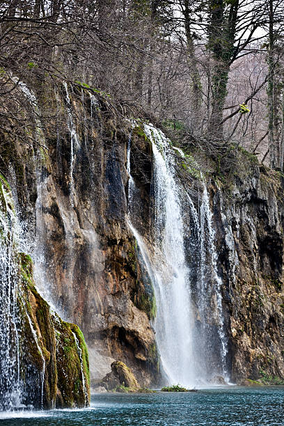 waterfall in the plitvice lakes national park - plitvice lakes stockfoto's en -beelden