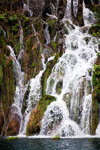 waterfall in the plitvice lakes - plitvice lakes stockfoto's en -beelden