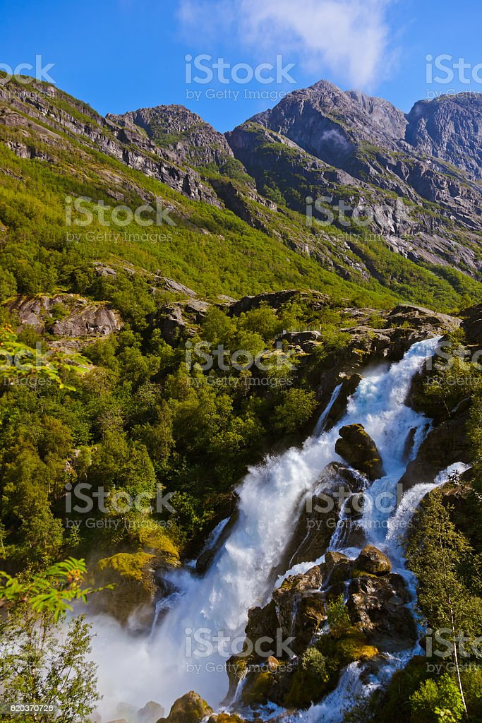 Wodospad w pobliżu Briksdal glacier-Norwegia zbiór zdjęć royalty-free