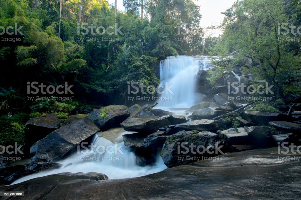 Wasserfall, Rainforest Intanon National Park, Chiang Mai Provinz, Norden von Thailand Lizenzfreies stock-foto