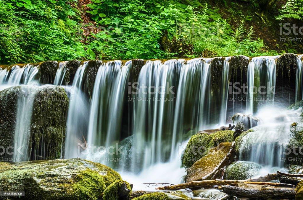 Şelale Shypit Ukrayna Karpat Dağları uzun pozlama üzerinde royalty-free stock photo