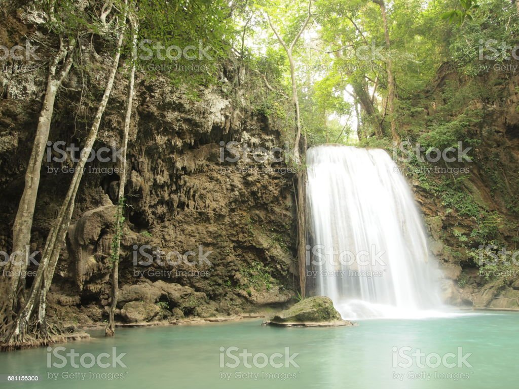 Waterfall with water flowing around foto stock royalty-free
