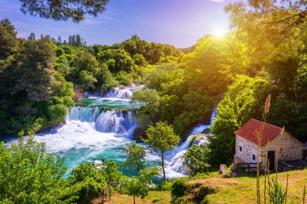 Wasserfälle Krka, Nationalpark, Dalmatien, Kroatien. Ansicht des Krka Nationalparks, Roski Slap Lage, Kroatien, Europa. Schöne Welt der Mittelmeerländer. Reisen Konzept Hintergrund. – Foto