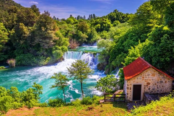 Wasserfälle Krka, Nationalpark, Dalmatien, Kroatien. Blick auf den Nationalpark Krka, Roski Slap Lage, Kroatien, Europa. Schöne Welt der Mittelmeerländer. Reisekonzept Hintergrund. – Foto