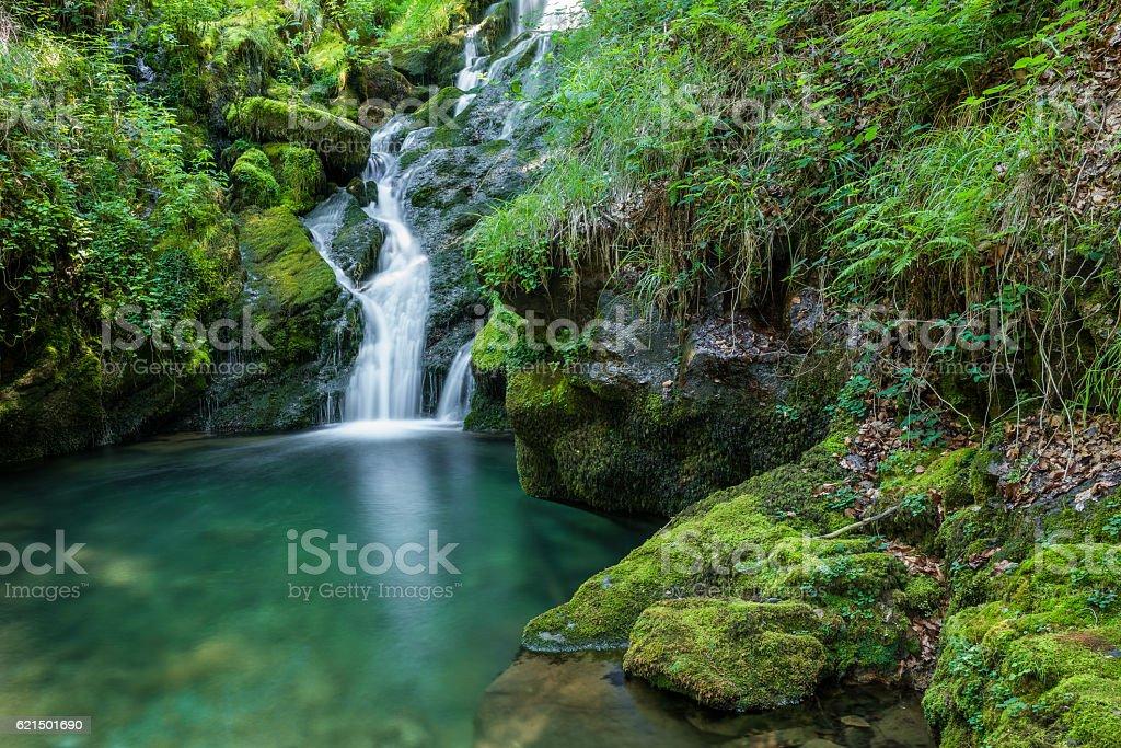 Chutes d'eau de source de la rivière Zirauntza, Alava (Espagne photo libre de droits
