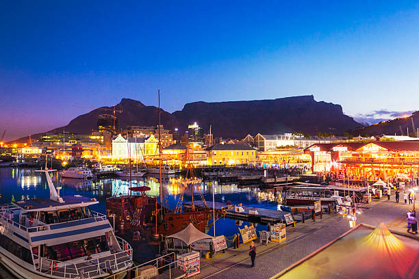 v&a waterfront and table mountain in cape town, south africa. - table mountain national park stock pictures, royalty-free photos & images