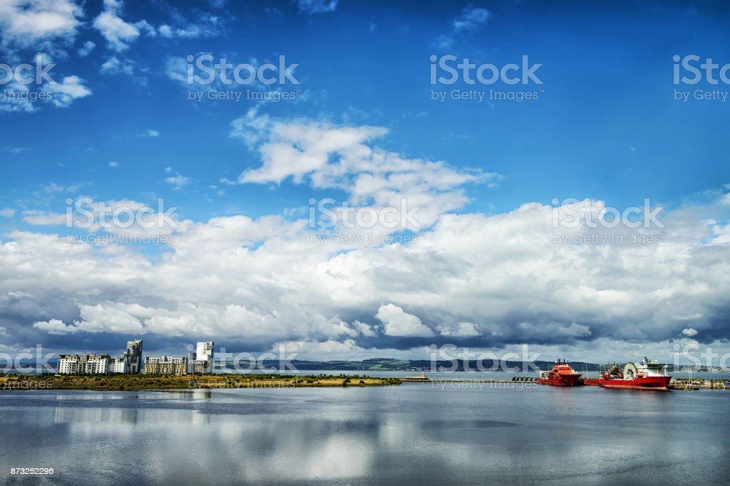 Waterfront Apartments, Entrance Basin, Edinburgh Docks stock photo