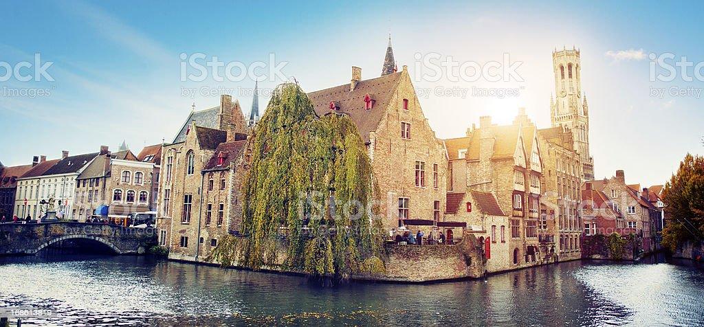Bâtiments au bord de l'eau à Bruges, Belgique - Photo