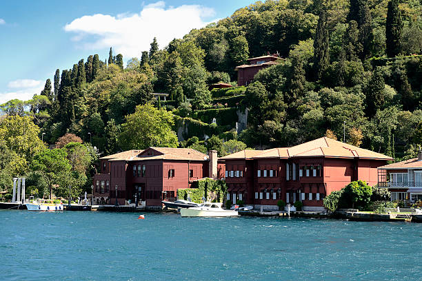 Waterfront houses in Bosphorus Strait Waterfront houses along the Bosphorus Strait bosphorus stock pictures, royalty-free photos & images