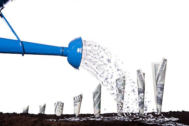 Gießen Geld, um wachsen – Foto