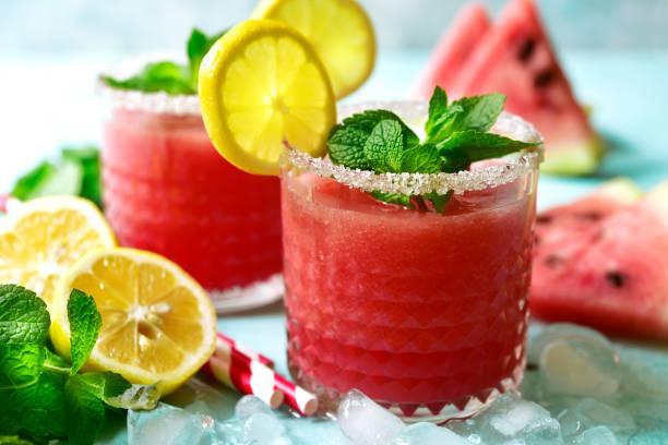 Wassermelonen-Smoothie mit Zitrone und Minze – Foto