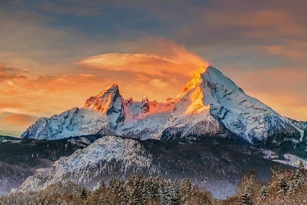 watzmann bei sonnenaufgang-alpen - berge in bayern stock-fotos und bilder