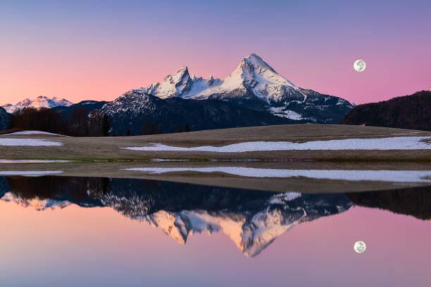Watzmann in Alpen mit Vollmond-Nationalpark Berchtesgaden – Foto