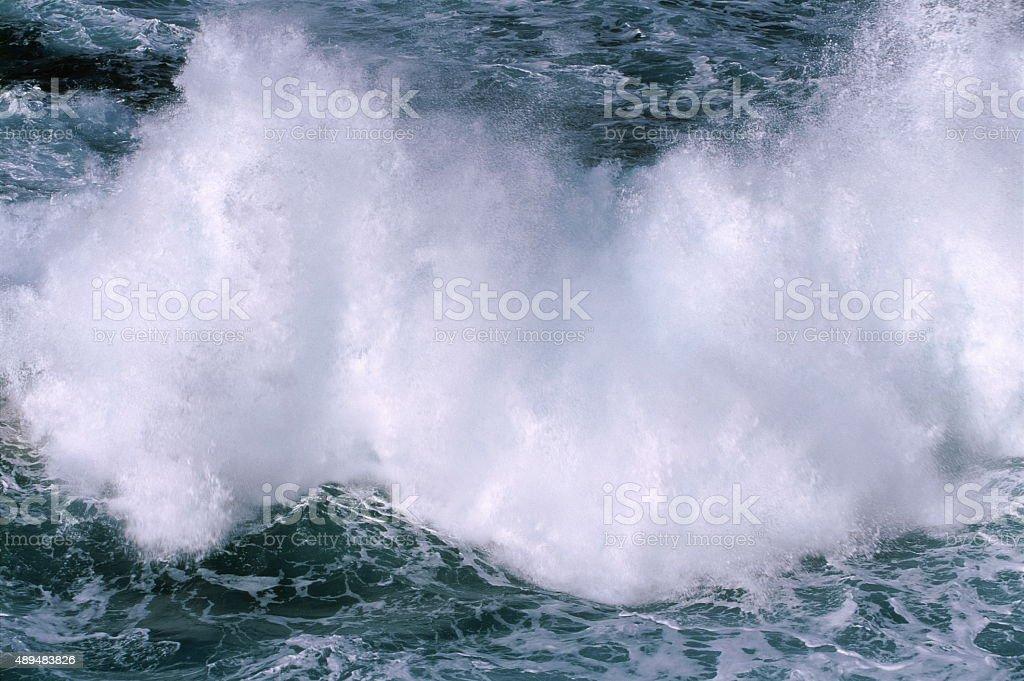 波の砕ける ストックフォト