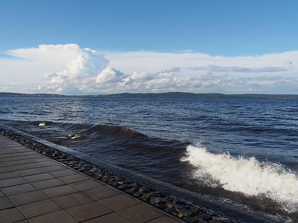 ondas no seafront - rain clouds porto portugal imagens e fotografias de stock