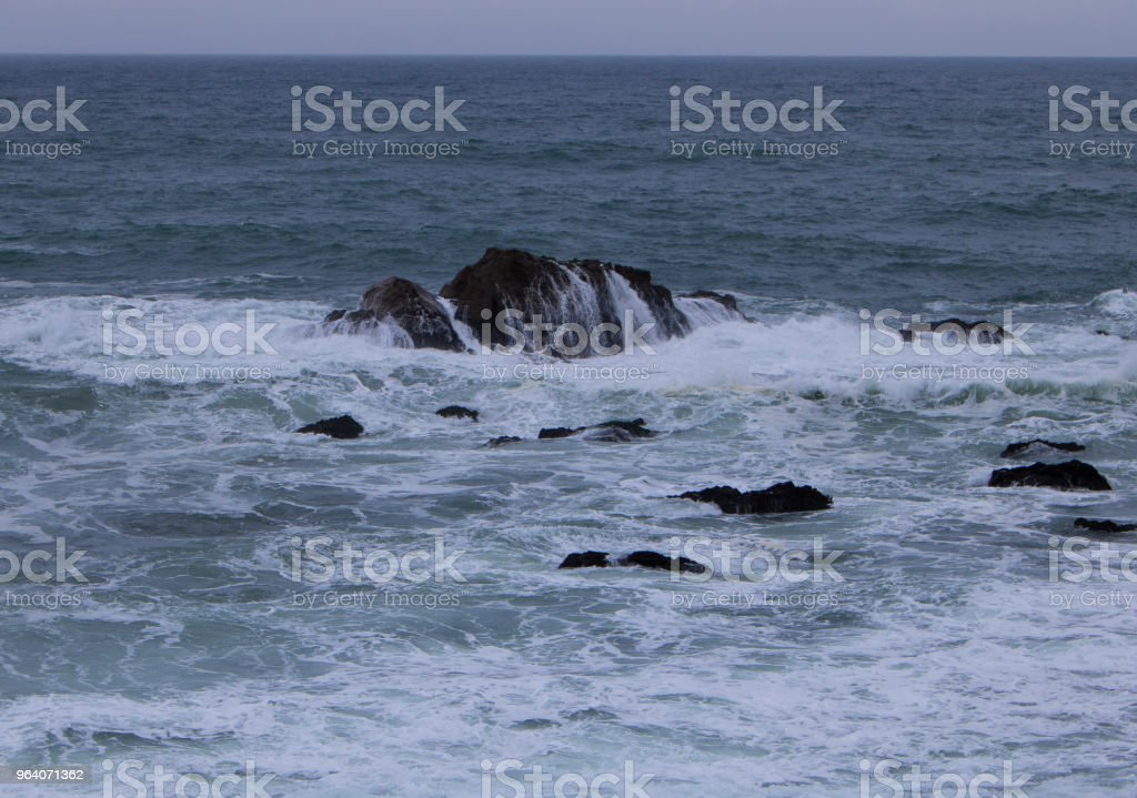 Waves over a Rock - Royalty-free Horizontal Stock Photo