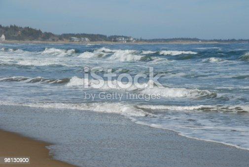 Onde A Terra In Pratica Nel Maine Di Popham Beach - Fotografie stock e altre immagini di Acqua