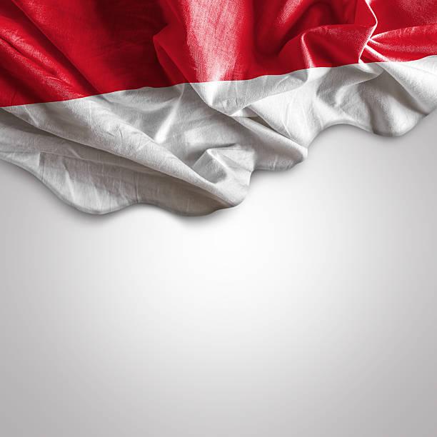 acenando a bandeira da indonésia - bandeira da indonesia - fotografias e filmes do acervo