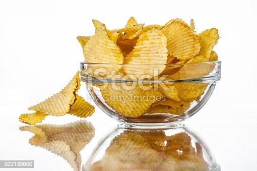 Foto de Ondulado Fritas Em Uma Tigela e mais banco de imagens de Alimentação Não-saudável