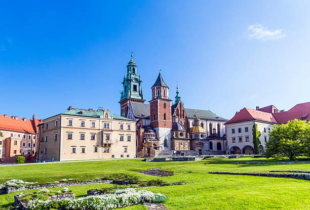 Dom von Krakau mit blauem Himmel und weißen Wolken – Foto