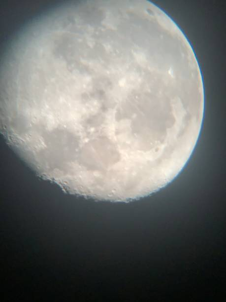 luna gibbous ceretta con crateri - luna gibbosa foto e immagini stock