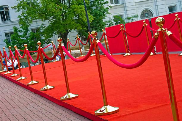 weg zum erfolg auf dem roten teppich (barrier seil - kunst 1. klasse stock-fotos und bilder