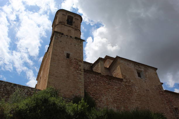 Camino hasta Església Vella, Miravet, España - foto de stock
