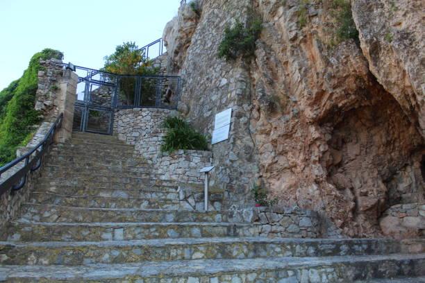 Camino hasta el Castillo de Pratdip, España - foto de stock