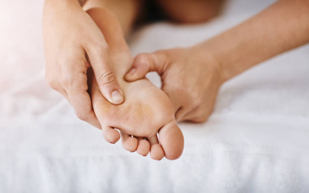 We all deserve a bit of downtime Cropped shot of a woman getting a foot massage at a beauty spa foot massage stock pictures, royalty-free photos & images