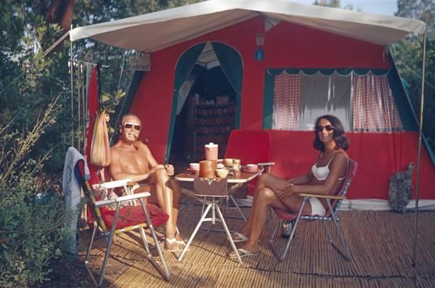 we also love camping - viagens anos 70 imagens e fotografias de stock