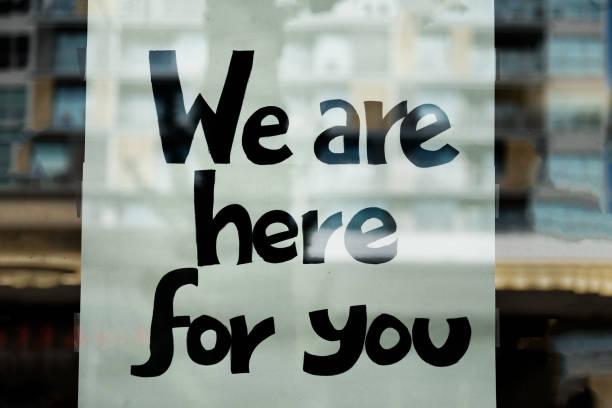 vi är här för dig logga in på window of business - emotionellt stöd bildbanksfoton och bilder